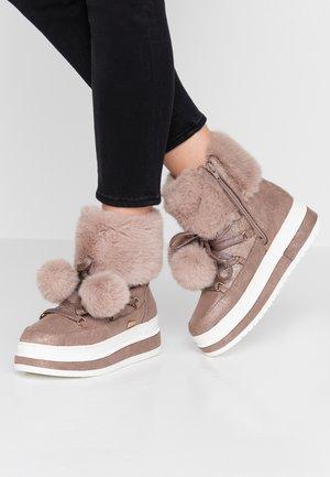Kotníkové boty na platformě - pepper glitter
