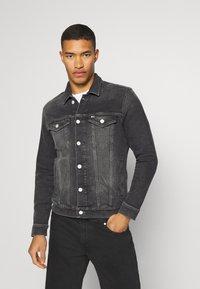 Tommy Jeans - REGULAR TRUCKER - Denim jacket - grey - 0