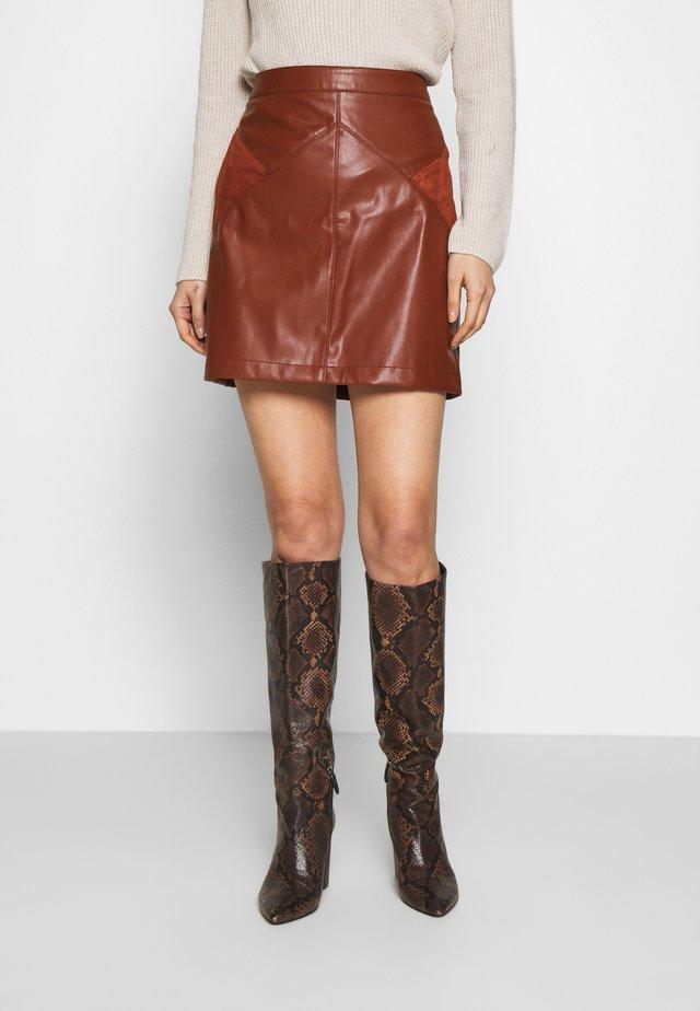 SUEDA - A-snit nederdel/ A-formede nederdele - caramel