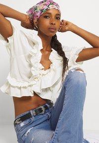 American Eagle - HI RISE SKINNY  KICK - Jeans Skinny Fit - classic vintage destroy - 3