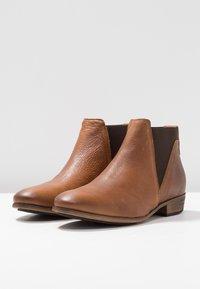 HUB - KIM - Ankle Boot - cognac - 4