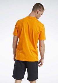 Reebok Classic - CLASSICS VECTOR T-SHIRT - Print T-shirt - orange - 2