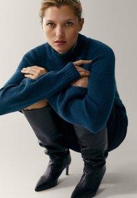 Massimo Dutti - MIT STEHKRAGEN - Jumper - blue - 6