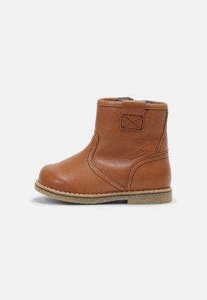 COPER WINTER - Baby shoes - cognac