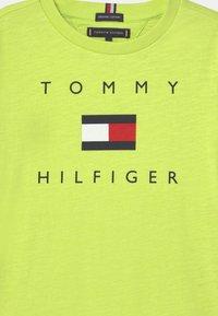 Tommy Hilfiger - LOGO - T-shirt print - sour lime - 2