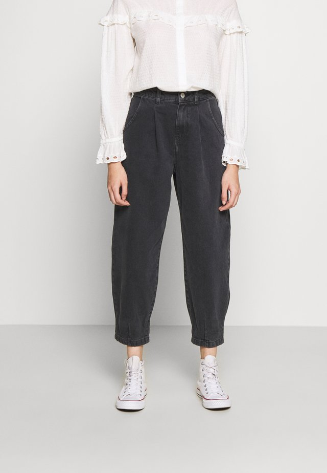 BETTY BARRELL BALLON LEG UNITED - Relaxed fit jeans - black