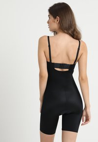 Spanx - SUIT YOUR FANCY STRAPLESS CUPPED MID-TIGH BODYSUIT - Body - very black - 2