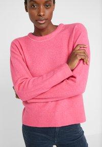 Club Monaco - BUBBLE CREWNECK - Jumper - bright pink - 5