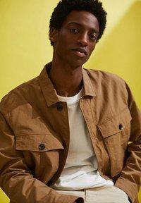 Esprit - SAFARI - Summer jacket - camel - 8