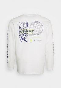 URBN SAINT - USMICAH TEE - Maglietta a manica lunga - white - 1