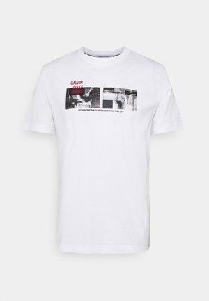 PHOTO TEE UNISEX - T-shirt med print - bright white