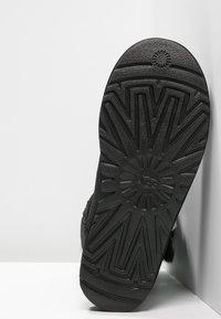 UGG - BAILEY - Bottes de neige - black - 5