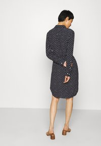 GANT - DESERT JEWEL PRINT DRESS - Košilové šaty - evening blue - 2