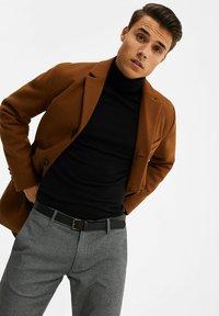 WE Fashion - MANTEL - Classic coat - cognac - 4