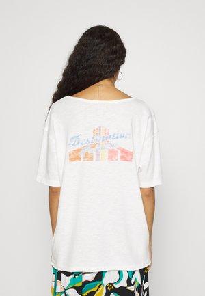 FAIRY NIGHT - Print T-shirt - snow white