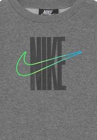 Nike Sportswear - RISE TAPING CREW SET UNISEX - Treningsdress - black - 3