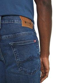 Mustang - TRAMPER - Straight leg jeans - denim blue - 5