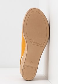 Högl - Platform sandals - mango - 6