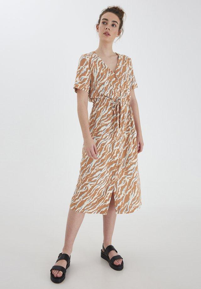 IHCEFALU - Korte jurk - sunburn