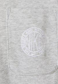 Nike Sportswear - FEMME - Zip-up hoodie - grey heather/matte silver/white - 6