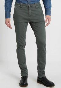 Replay - ZEUMAR HYPERFLEX  - Slim fit jeans - olive - 0