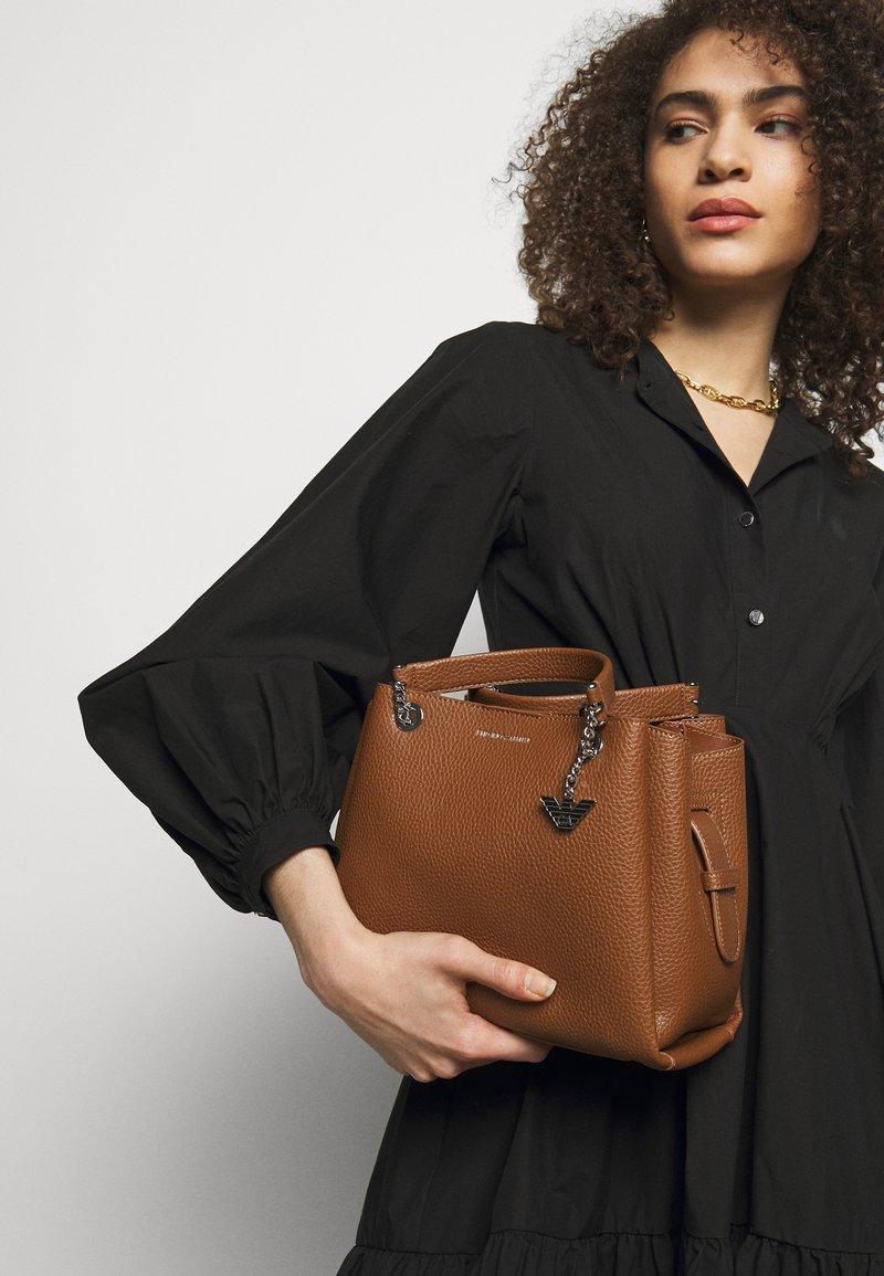 Emporio Armani - ANNIE TOTE PUBBLE - Handbag - cuoio