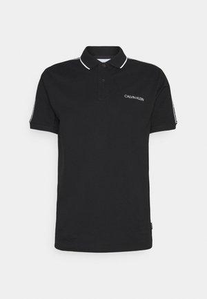 ESSENTIAL LOGO TAPE SLIM FIT - Poloshirt - black
