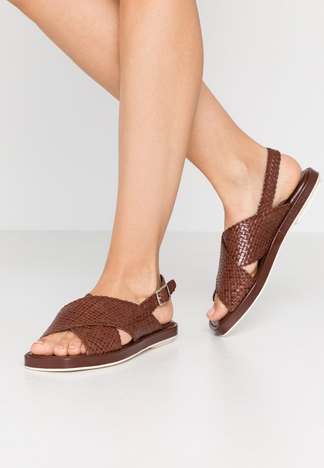 Sandals - caoba