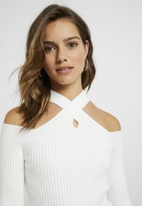 4th & Reckless Petite - STATE LONG SLEEVED HALTERNECK JUMPER WITH CROSS  - Jumper - white - 4