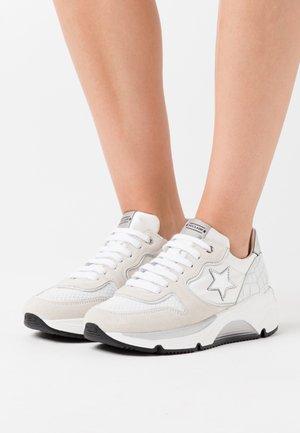 LOGAN  - Sneakers basse - bianco