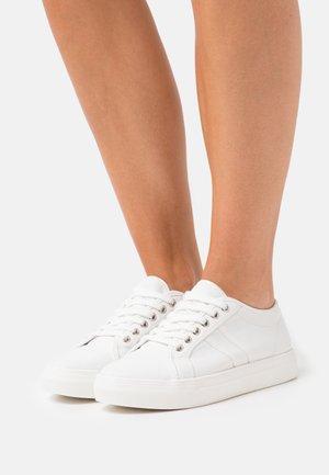 POPPY - Baskets basses - white