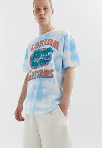 PULL&BEAR - FLORIDA GATORS - Print T-shirt - light blue - 3