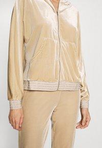 ONLY - ONLBECCA LOUNGEWEAR - Pyjama set - macadamia - 7