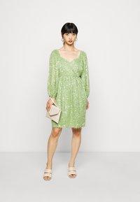 Vero Moda Petite - VMFLIRTLY SHORT DRESS PETIT - Jurk - forest shade - 1