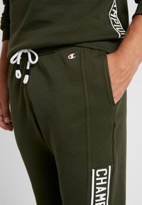 Champion - CUFF PANTS - Joggebukse - dark green - 4