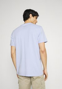 DOCKERS - LOGO TEE - Print T-shirt - frosted lilac - 2