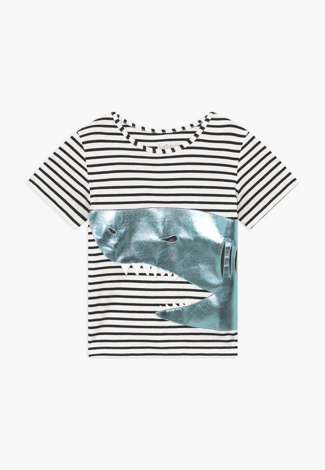 SHARK - Print T-shirt - black/white