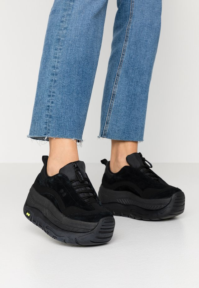 CLUSTER - Sneaker low - black