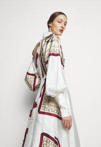 Victoria Beckham - DRAPED SLEEVE DRESS - Occasion wear - cream/bordeaux - 3