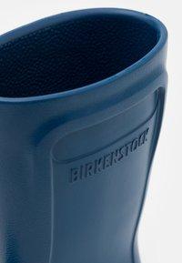 Birkenstock - DERRY PLAYGROUND UNISEX - Bottes en caoutchouc - navy - 5