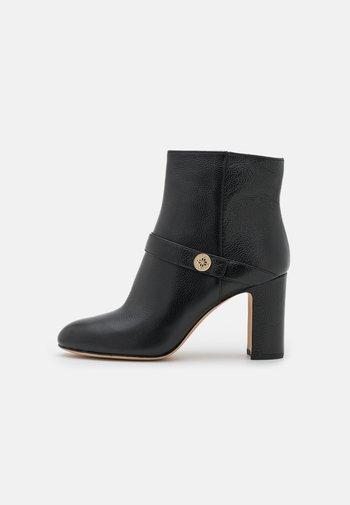 TILDA - Kotníkové boty - black