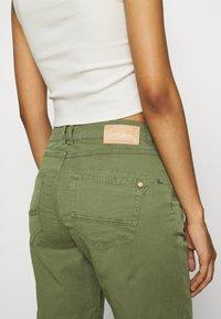 Mos Mosh - DECOR - Shorts - oil green - 3