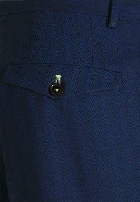 Twisted Tailor - GAUGUIN SUIT - Puku - blue - 8
