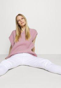 Marc O'Polo DENIM - ALVA - Jeans Tapered Fit - bright white - 3