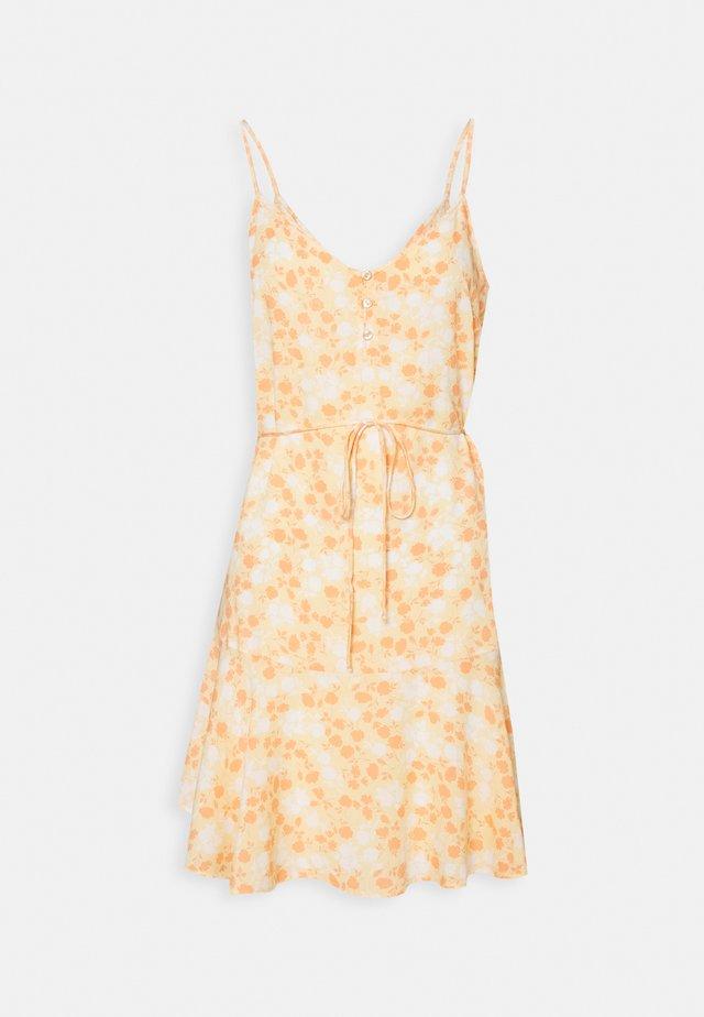 PCNYA SLIP BUTTON DRESS - Sukienka letnia - apricot cream