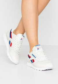 Reebok Classic - CLASSIC  - Sneakersy niskie - chalk/red/blu - 0