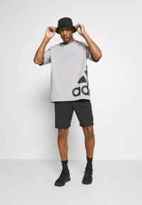 adidas Performance - BOXBOS TEE - Printtipaita - medium grey heather - 1