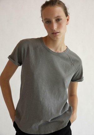 GREAT B - T-shirt basic - gris