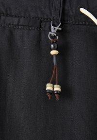 PULL&BEAR - Chino kalhoty - black - 4
