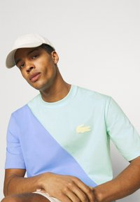Lacoste LIVE - UNISEX - Print T-shirt - syringa/nattier blue - 3